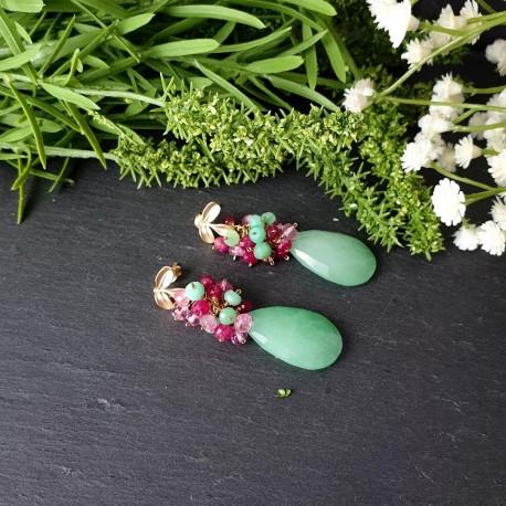 Pendiente de racimo con jade verde claro, topacio rosa, crisoprada y jade fucsia
