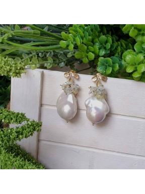 Pendiente de racimo con perla barroca y multiberilio