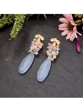 Pendientes de racimo con calcedonia azul y jade en tonos pastel
