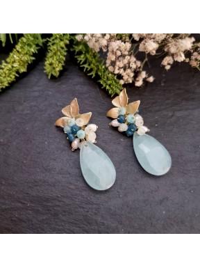 Pendiente de medio racimo con jade y perlas en tonos azul claro